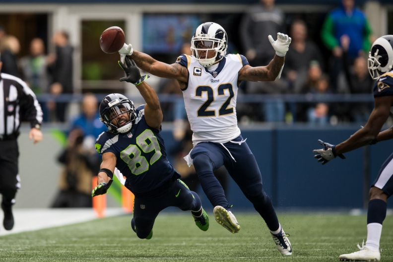 Doug Baldwin tries to catch the ball.
