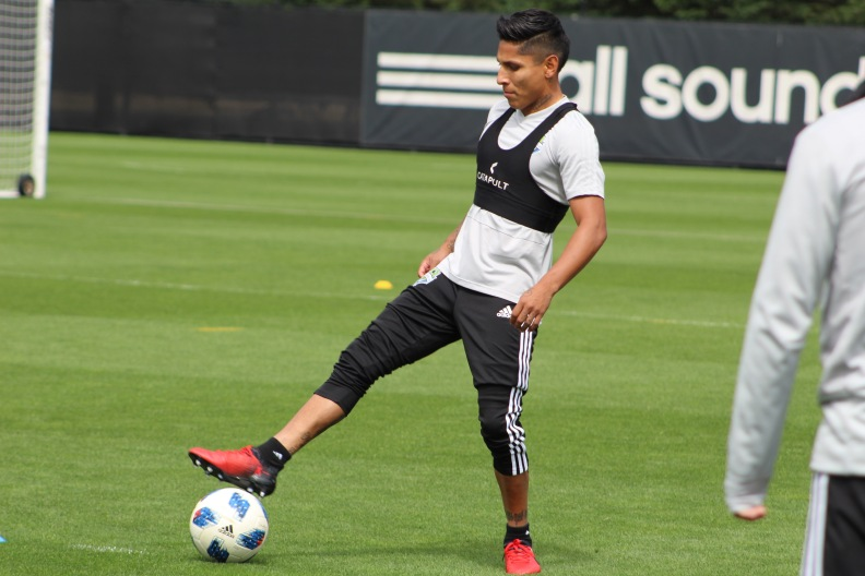 Raul Ruidiaz foot on ball