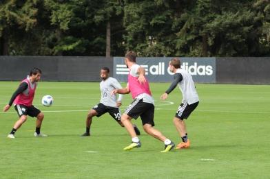Sounders Harry Shipp adn Will Bruin chase the ball ( Cascadiasports.net)